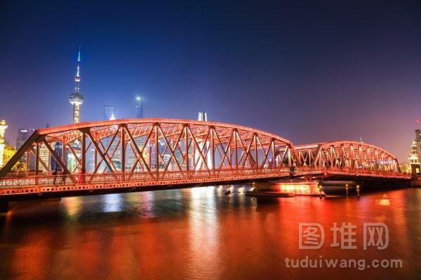 在晚上上海花园桥