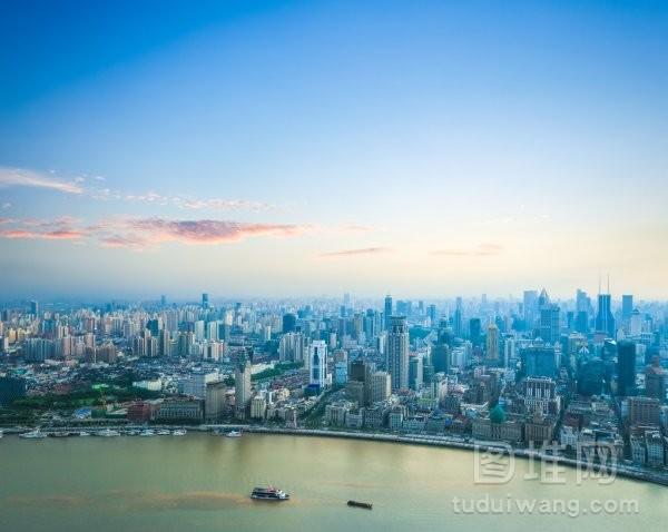 美丽的晚霞与上海