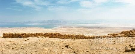 从的死海鸟瞰沙漠