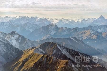 空中的山峰全景