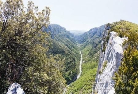 韦尔东峡谷在普罗旺斯春季