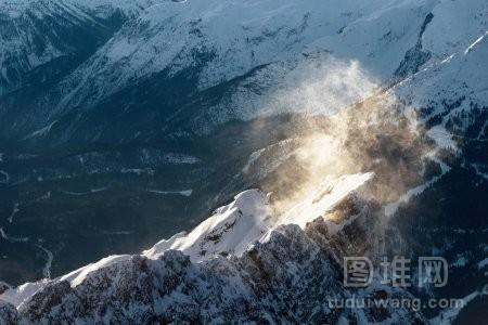 落基山山上的暴风雪