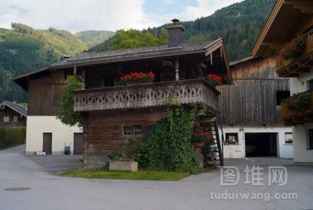 位于萨尔茨堡卡普伦的奥地利农场传统的老木