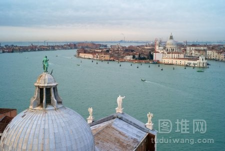 从圣乔治大教堂到威尼斯的城市风光